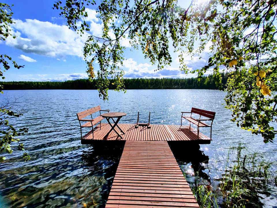 Vuokramökki Rokua - Kirvesjärven Simpukka - laituri järvelle